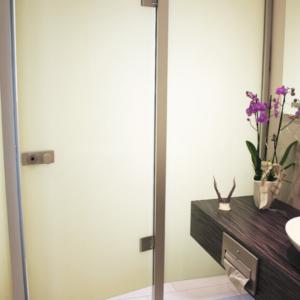 Gepflegte Atmosphäre am stillsten Örtchen: Komplette Planung und Umgestaltung der 30m² großen WC-Anlagen des Traditions- Gasthauses inkl. Neugestaltung des Vorraumes.