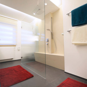 Klare Linien im neuen Bad: Komplette Planung und Umgestaltung des 12m² Badezimmers.