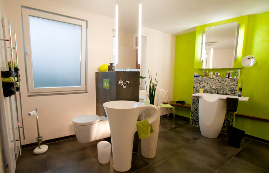 Repräsentatives Doppel: Herrenbad und Gäste-WC in einem: Umgestaltung zweier Räume zu einem großzügigen 14m2-Badezimmer mit Gäste-WC.